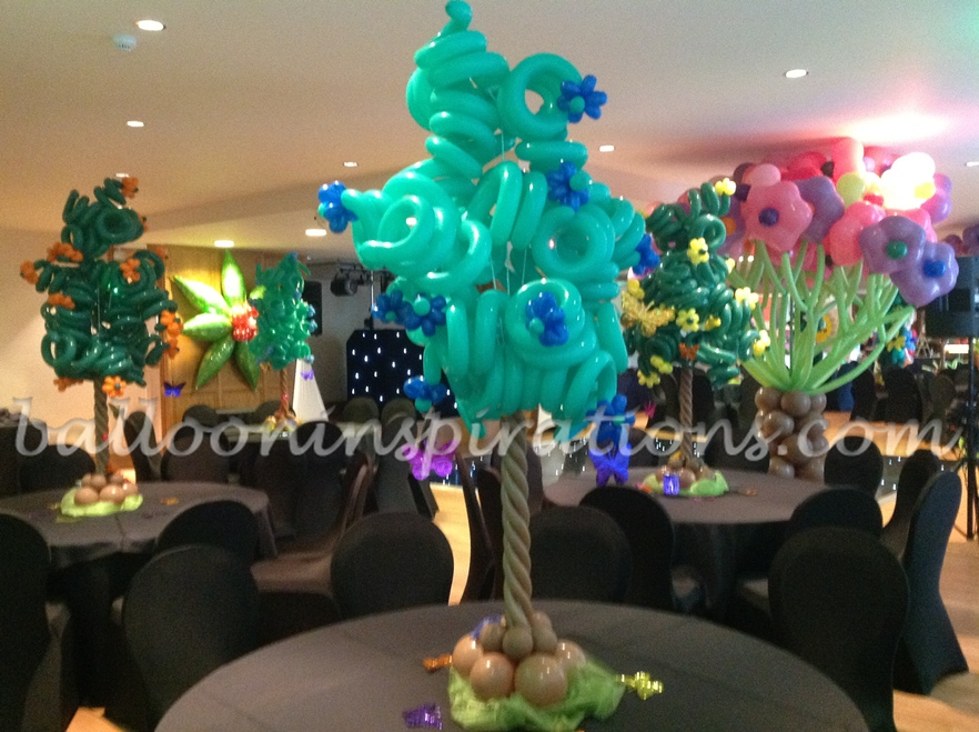 Christmas balloon decorations london for Balloon decoration courses in london