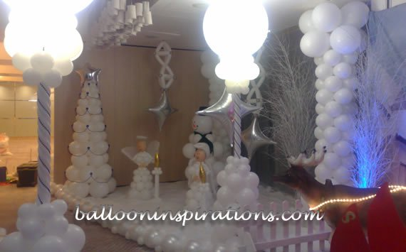 Frozen balloon decoration for christmas for Water balloon christmas decorations
